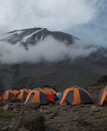 משלחת טיפוס אל פסגת הר הקילימנג'רו בטנזניה