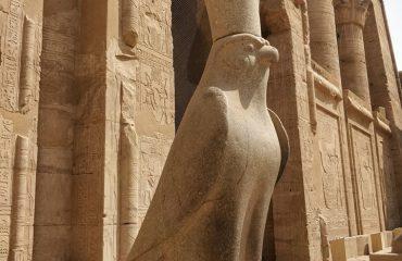 ביקור במקדשים במצרים