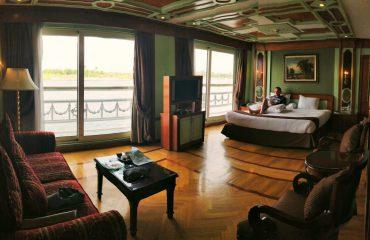 שייט בספינת פאר על הנילוס